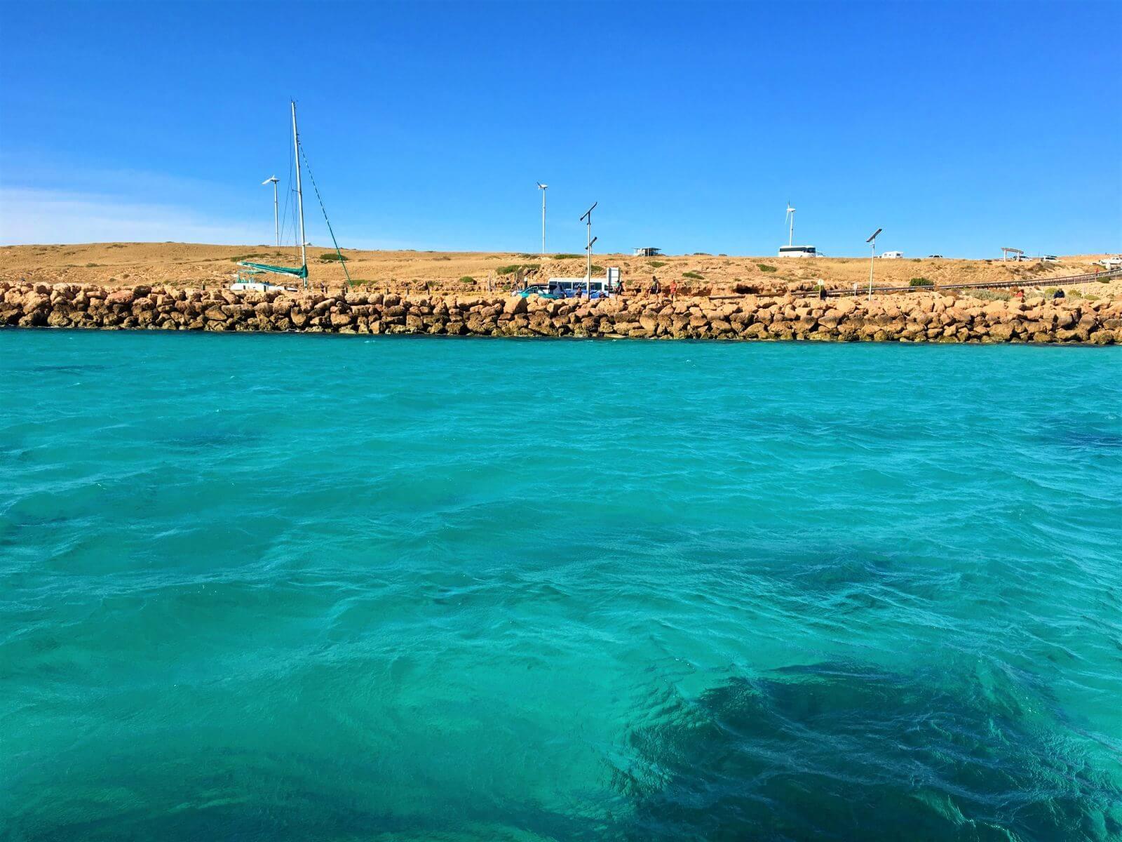Türkisblaues Meer bei Coral Bay in Australien