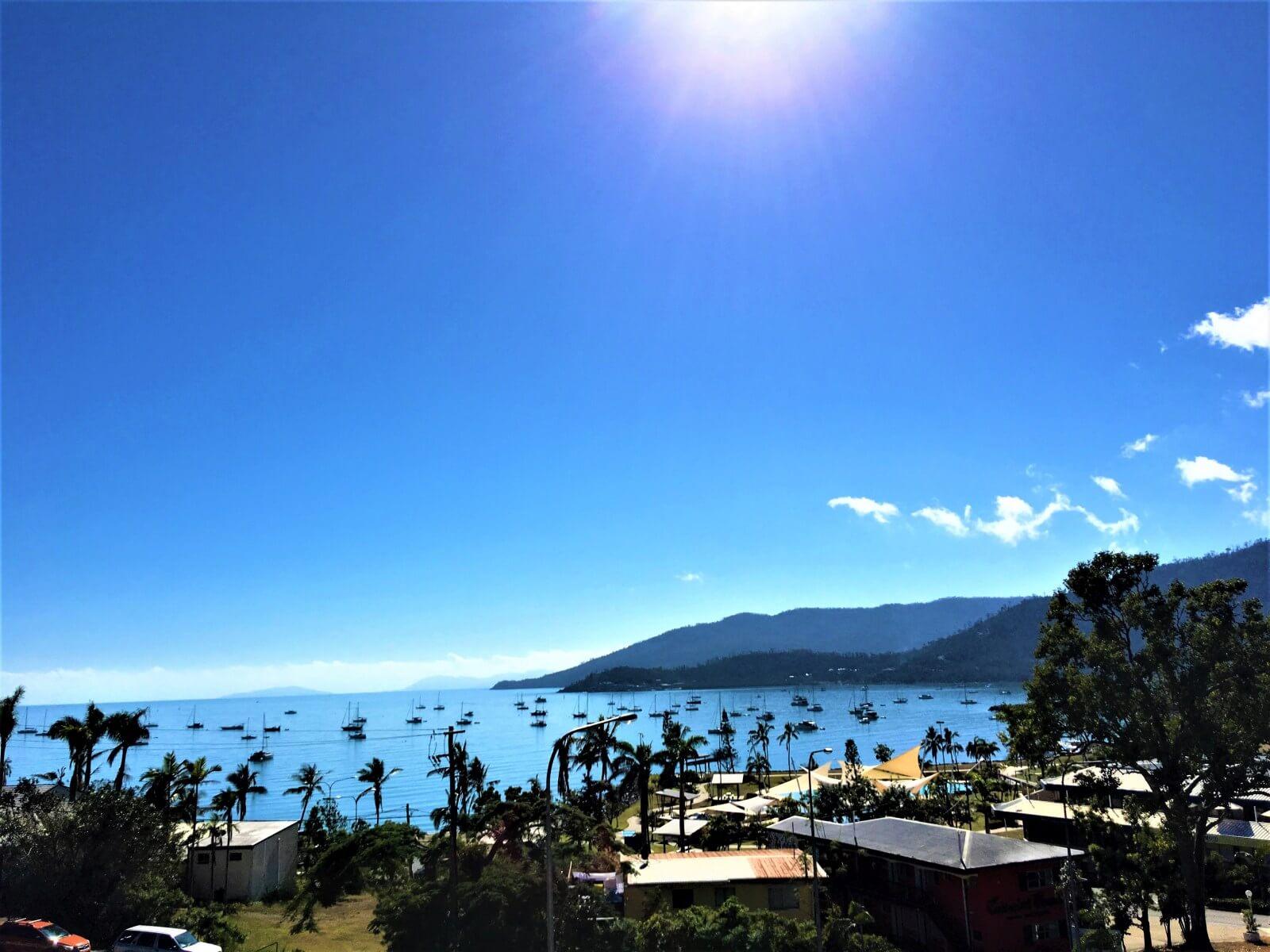 Blick auf Airlie Beach in Australien