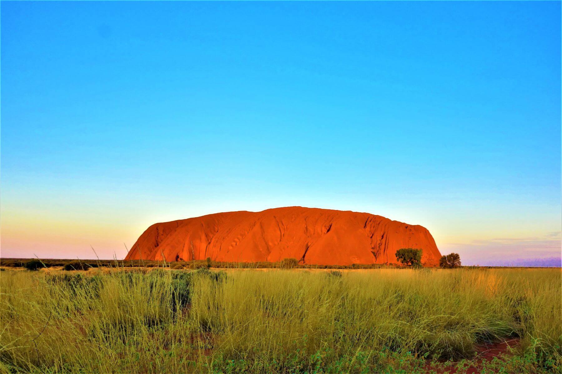 Roter Berg Ayers Rock - Uluru beim Sonnenuntergang in Australien