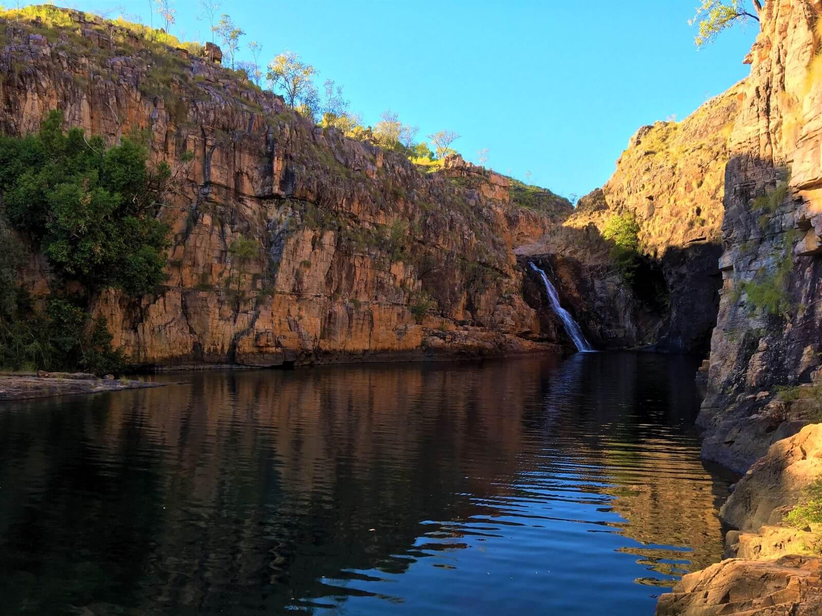 Schlucht in Australien mit Wasserfall - Die Maguk Gorge