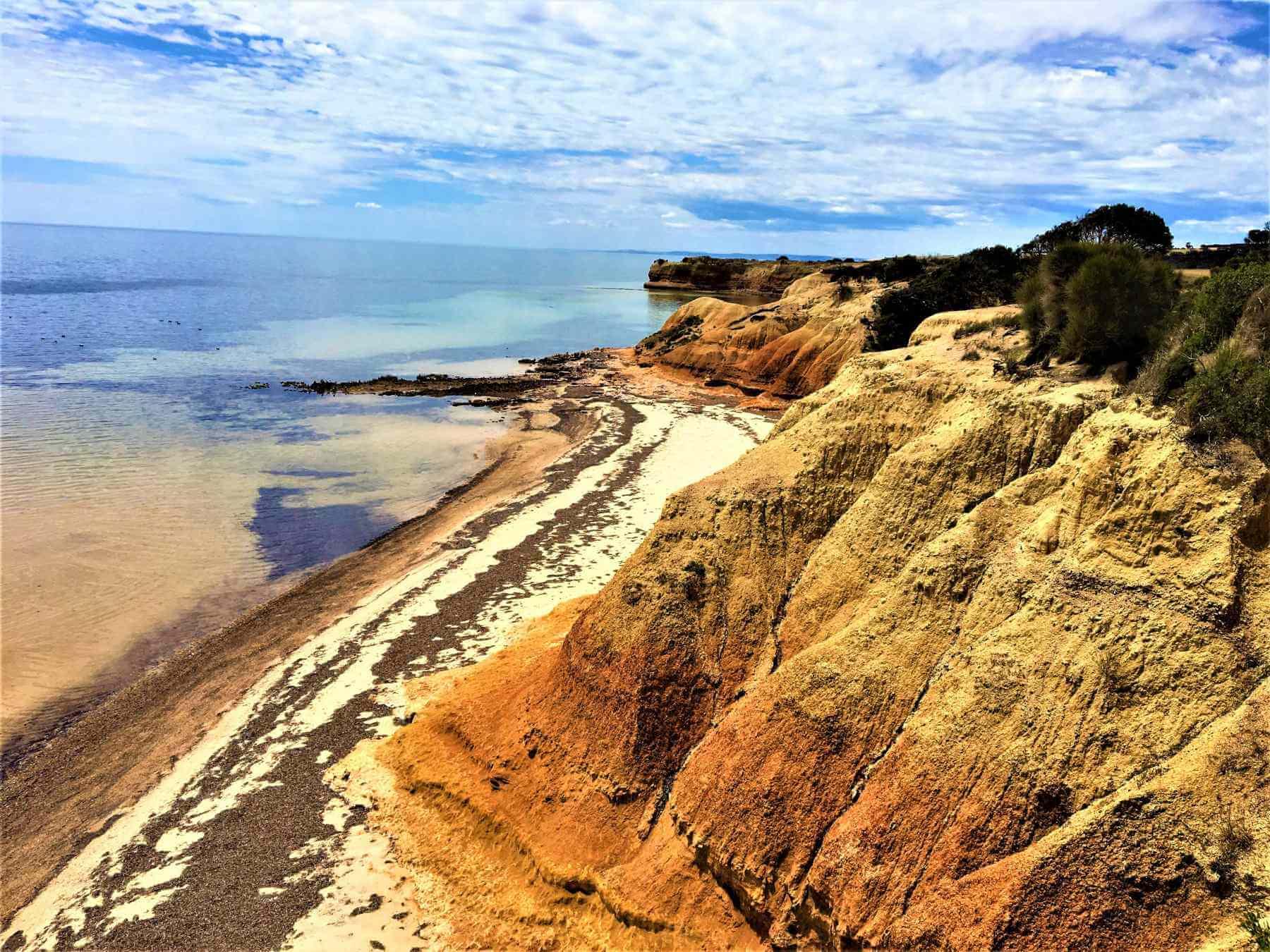 Rotbraune Felsen auf Kangaroo-Island