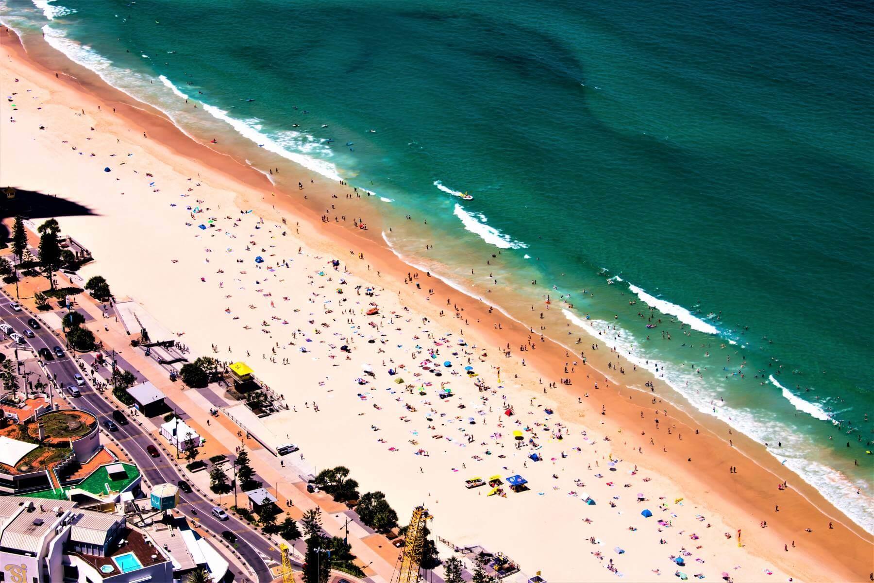 Strand von Surfers Paradise in Australien
