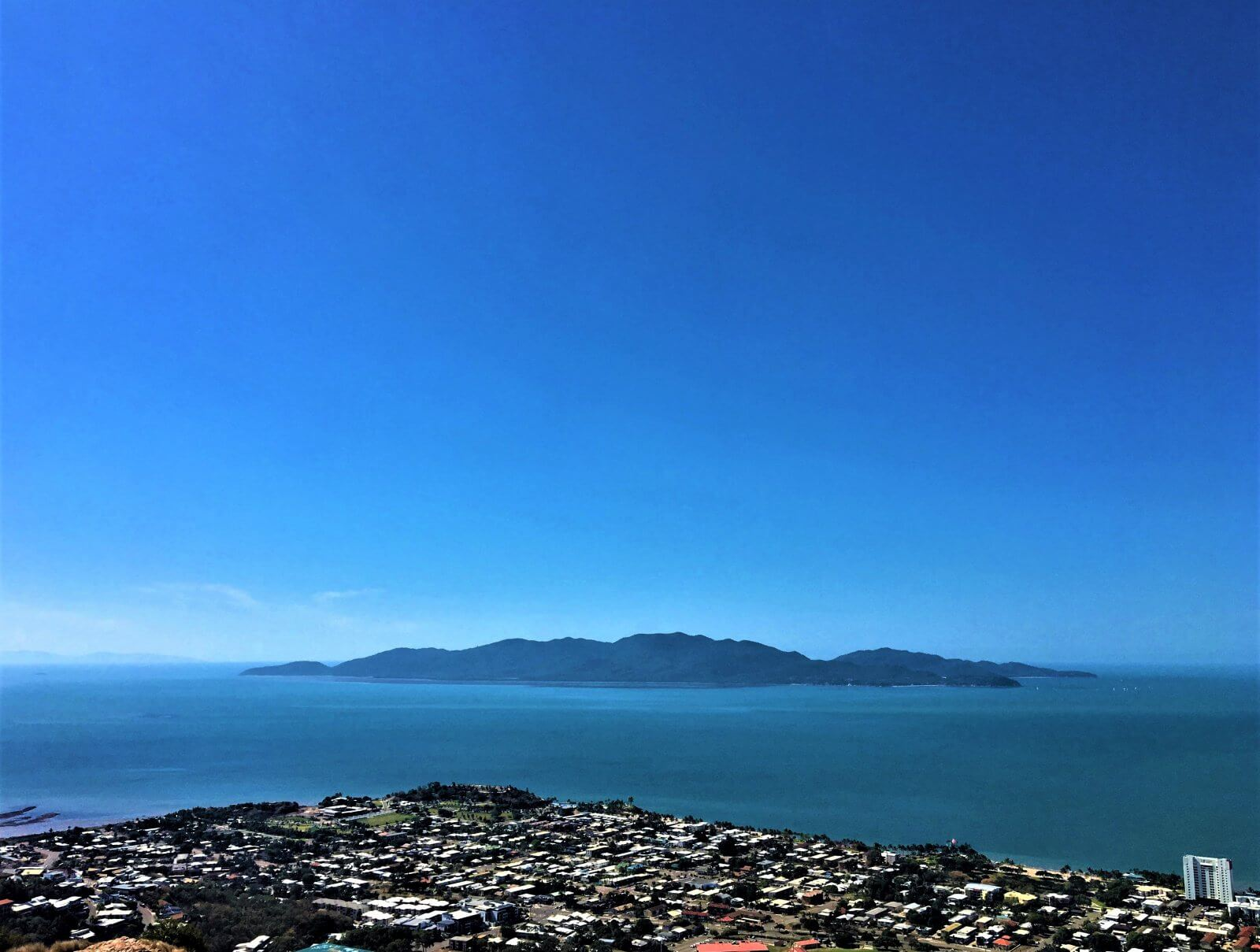 Aussicht auf Magnetic Island vom Castle Hill Lookout in Townsville