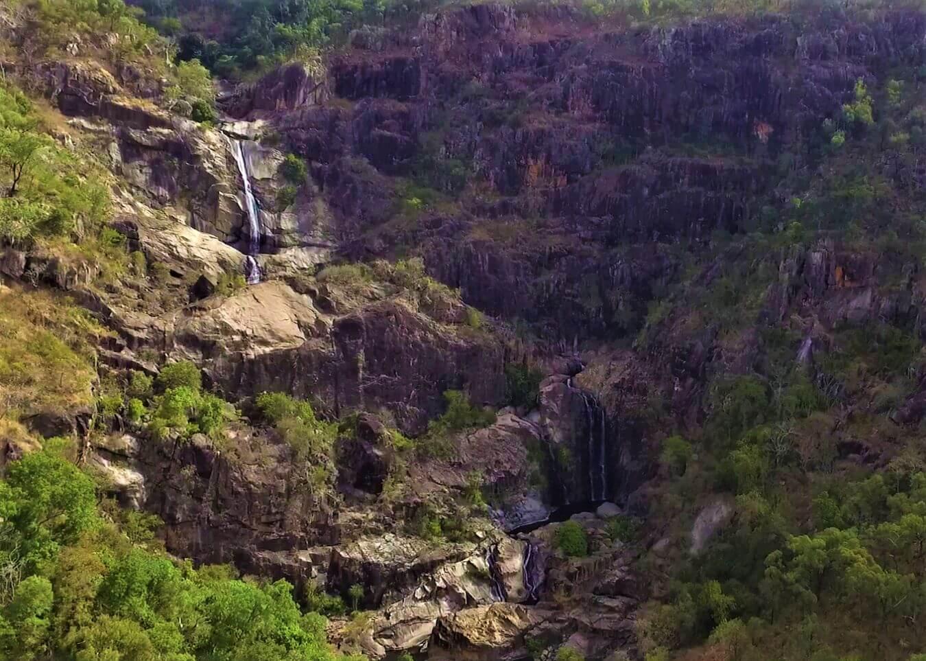 Wasserfall im Regenwald - Jourama Falls